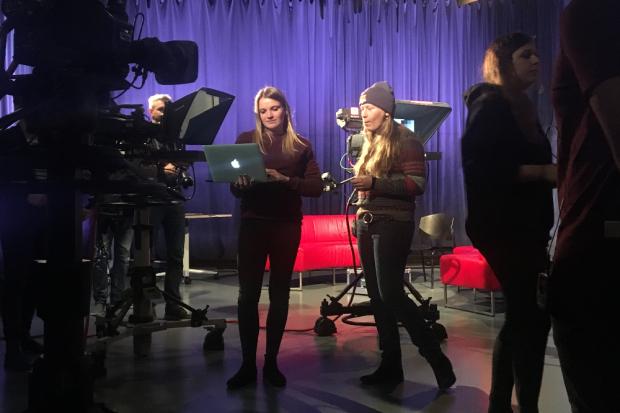 Vorbereitungen im HTWK-eigenen Fernsehstudio. Quelle: HTWK Leipzig