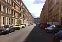 Die baumlose Albert-Schweitzer-Straße. Foto: Ökolöwe