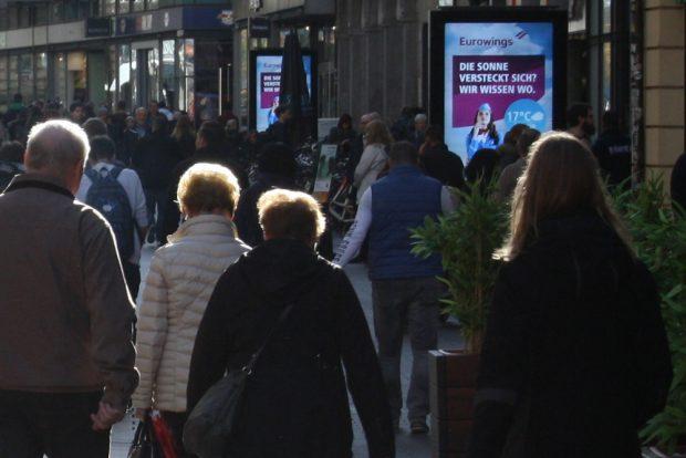 Flimmern auch in der Petersstraße: City-Light-Poster von JC Decaux. Foto: Ralf Julke
