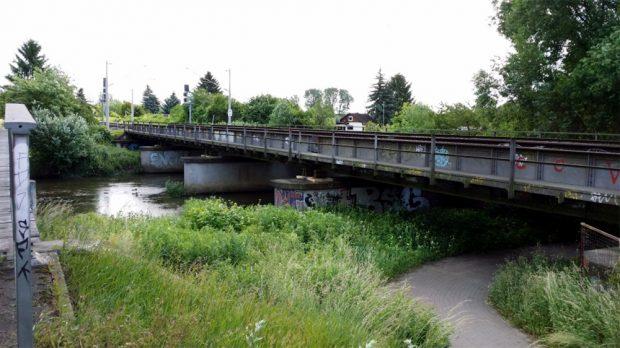 Die alte Eisenbahnbrücke über die Weiße Elster. Foto: Deutsche Bahn