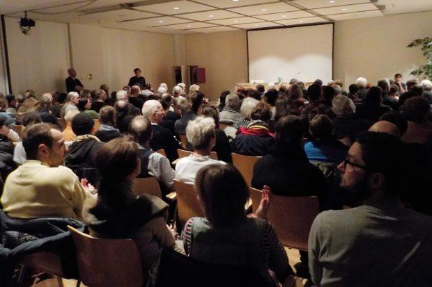 Volles Literaturhaus zum Heiner-Müller-Abend. Foto: Franziska Wohlgemut