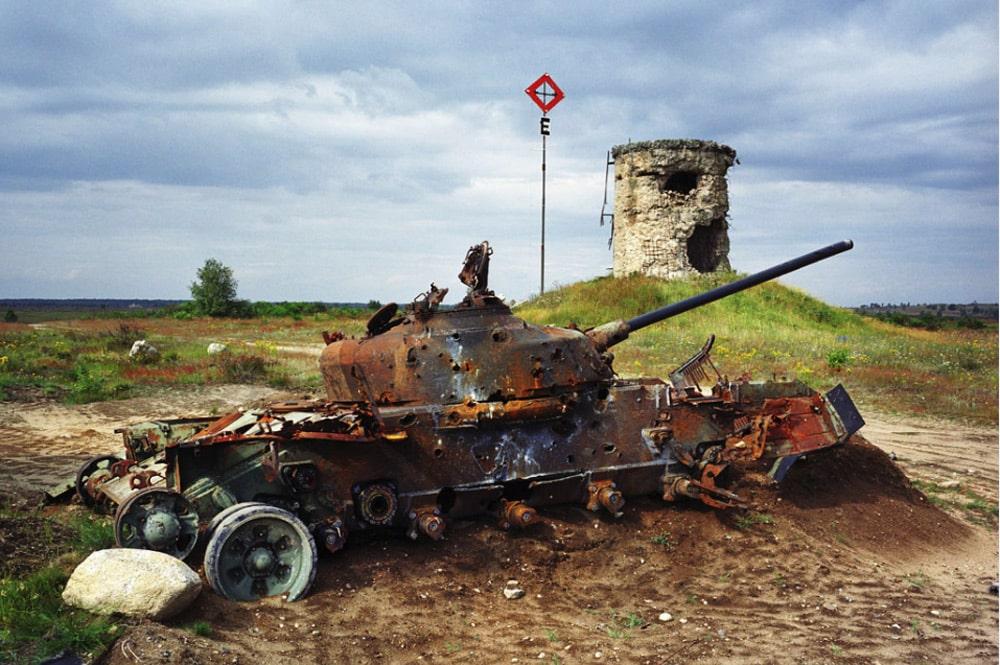 Deutschland, Altengrabow. Panzer auf einem ehemaligen Sowjetischen Truppenübungsplatz in Sachsen-Anhalt, 2004. Foto: Martin Roemers