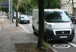 Radwegparken - hier mal in Connewitz. Foto: Ralf Julke