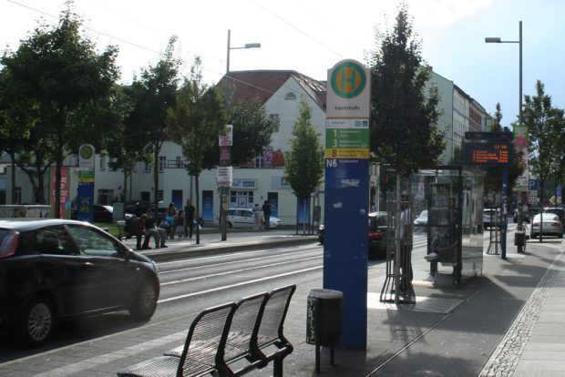 Straßenbahnhaltestelle am Otto-Runki-Platz. Foto: Ralf Julke