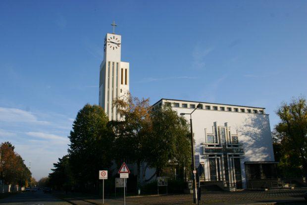 Die von Bauhaus-Architekt Hans Heinrich Grotjahn entworfene Versöhnungskirche in Gohlis. Foto: Ralf Julke