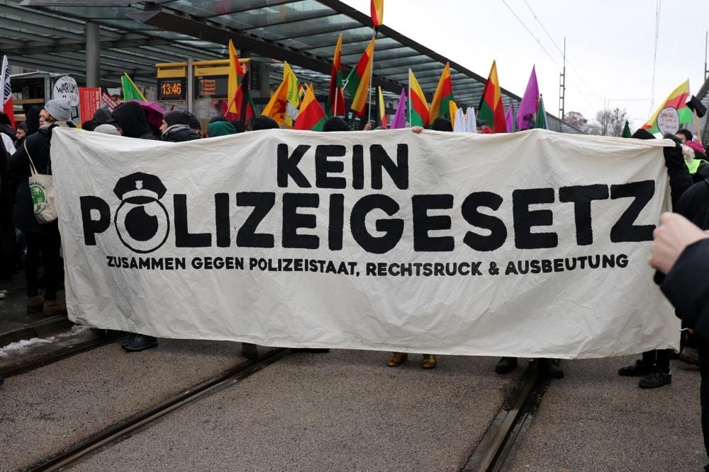 5.000 Gegner des neuen Polizeigesetzes in Dresden. Foto: Marco Arenas