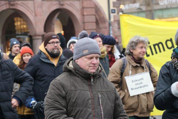 Der Pödelwitzer Jens Hausner vor seiner Rede auf dem Leipziger Markt. Foto: Michael Freitag