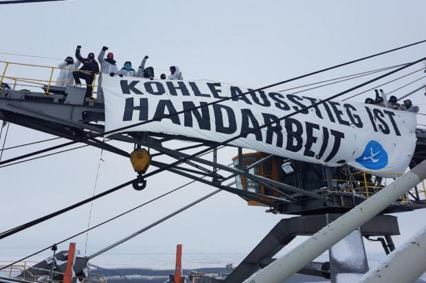 Aktion #BaggerStoppen in der Lausitz und im Leipziger Land: Aktivist*innen besetzen Kohlebagger. Foto: Ende Gelände