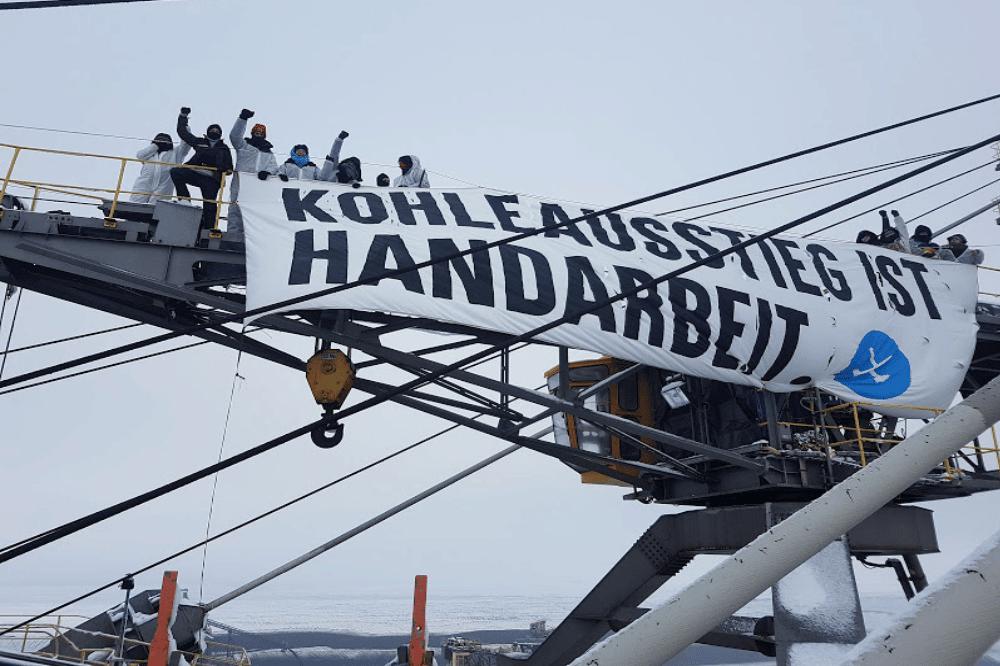 Baggerbesetzung im Februar 2019. Foto: Ende Gelände