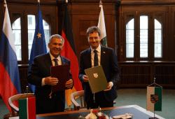 Ministerpräsident Kretschmer und Präsident Minnikhanov unterzeichnen in der Sächsischen Staatskanzlei in Dresden Erklärungen zum Ausbau der Zusammenarbeit. Quelle: SSK