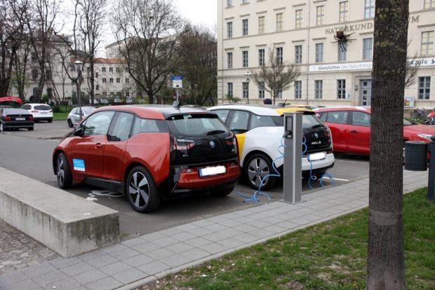 Mittlerweile heiß begehrte Orte in Leipzig - die Ladestationen für E-Autos. Foto: L-IZ.de