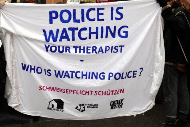 Wer überwacht die Polizei, wenn sie immer mehr Rechte bekommt? Foto: Marco Arenas