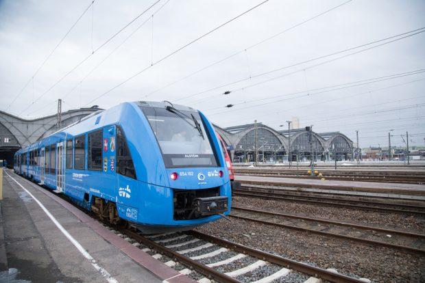 Der Alstom-Zug vor dem Hauptbahnhof Leipzig. Foto: Frank Schütze
