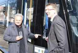 Designer Jochen Dittrich und LVB-Geschäftsführer Ulf Middelberg. Foto: Ralf Julke