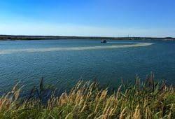 Das Wasserbehandlungsschiff auf dem Großräschener See in der Niederlausitz im Einsatz. Foto: LMBV, Radtke
