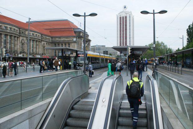 Haltestelle Hauptbahnhof von Westen. Foto: Ralf Julke