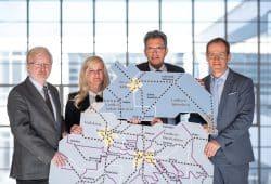 MDV wächst in Sachsen-Anhalt (v.l.n.r.): Bernd Irrgang (ZVNL), Henriette Hahn (DB Regio), Rüdiger Malter (NASA), Steffen Lehmann (MDV). Foto: Westend Communication für MDV