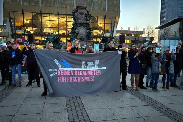 Jedes Jahr vor dem Buchmessestart demonstrieren LeipzigerInnen für eine Buchmesse ohne Rassimus und Hass. Foto: Marco Arenas
