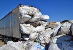 Mal wieder Giftmüll auf der Autobahn Richtung Cröbern. Quelle: Autobahnpolizei