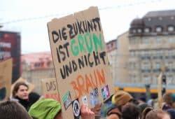 """Bei der """"Quiz""""-Geschichte fällt einem das Schild vom 15. März 2019 bei der Leipziger """"Fridays for Future""""-Demo ein. Foto: L-IZ.de"""