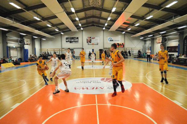 Die MBA Rookies im Angriff beim Januarturnier in Jena im Spiel gegen den Gastgeber, das nur sehr knapp verloren ging. Foto: CEYBL