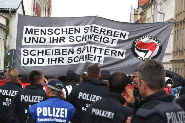 Demo in Wurzen - während sich die halbe Stadt hinter heruntergelassenen Rolläden versteckte ... Foto: L-IZ.de