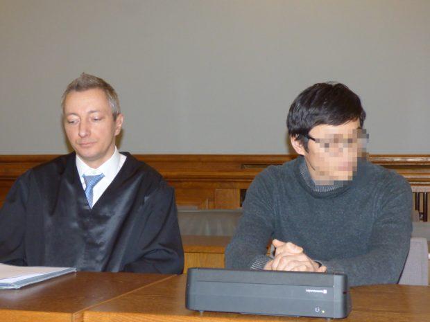 Dovchin D. (40, r.) mit Verteidiger Stefan Wirth. Foto: Lucas Böhme