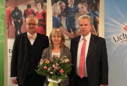Thomas Rechentin (links) und Ulrich Franzen (rechts) ehrten Dr. Heike Streicher für ihr langjähriges sportliches Engagement. Quelle: Landessportbund Sachsen