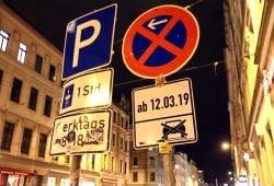 Vorboten einer Veränderung. Noch stehen die alte Regelung (links) und die neue friedlich nebeneinander. Foto: L-IZ.de