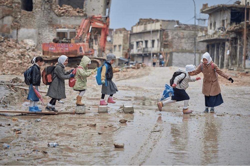 Kinder auf dem Weg zu einer Schule in Mossul © Warqaa Azzawi Yahya
