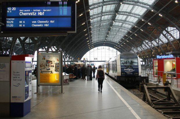Die Regionalbahn nach Chemnitz steht bereit. Foto: Ralf Julke