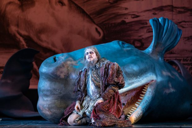 Der fliegende Holländer mit gestrandetem Wal. Foto: Oper Leipzig,Tom Schulze