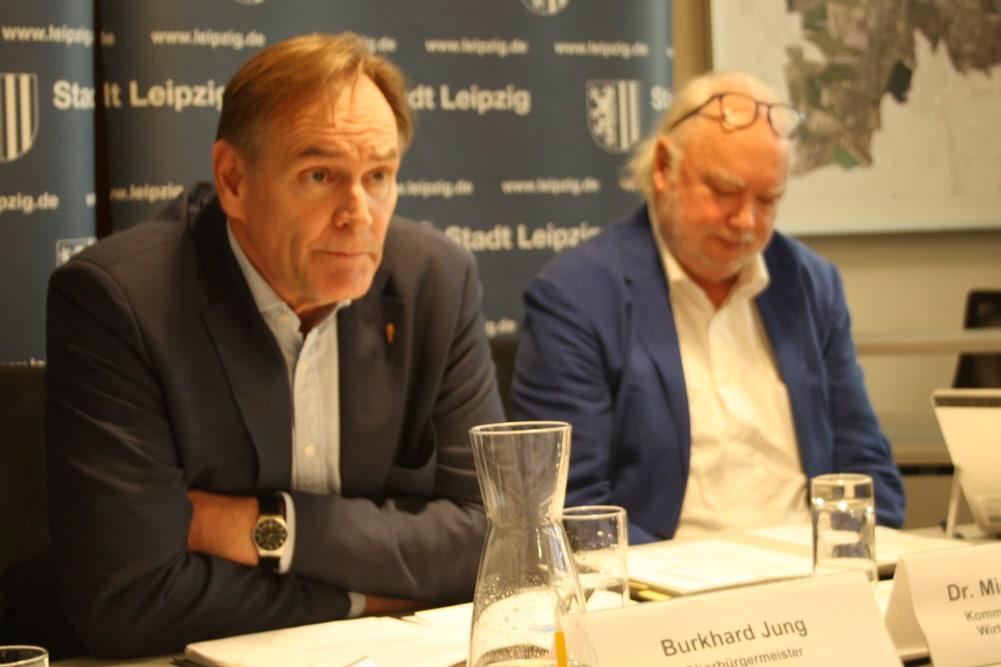 Burkhard Jung und Michael Schimansky bei der Pressekonferenz am 28. März. Foto: Ralf Julke