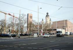 Die noch unbebaute Brache am Peterssteinweg. Foto: Ralf Julke