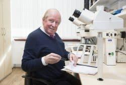 Er kam 1996 aus Erlangen nach Leipzig: Nach 23 Jahren als Leiter des Instituts für Pathologie geht Prof. Christian Wittekind mit dem 1. April in den Ruhestand. Foto: Stefan Straube / UKL