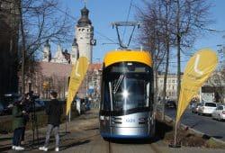 Das XL-Fahrzeug Nr. 20 von Solaris in der Windmühlenstraße. Foto: Ralf Julke