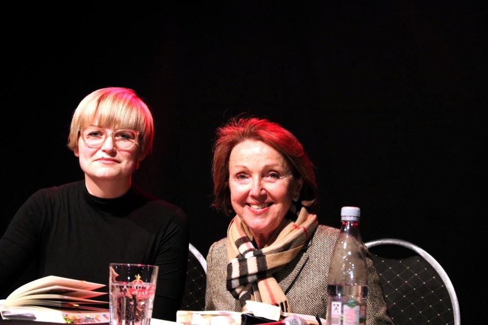 Dr. Brigitta Trübel im Gespräch mit der Auschwitz-Überlebenden Dr. Eva Umlauf am 5. April im Felsenkeller. Foto: L-IZ.de