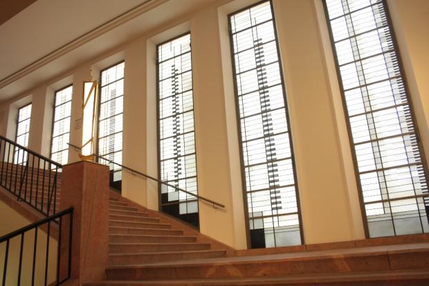 Bauhausfenster im Grassi Museum für Angewandte Kunst von Josef Albers. Foto: Daniel Thalheim