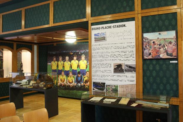 Blick in die Ausstellung: Thema Bruno-Plache-Stadion. Foto: Jan Käfer