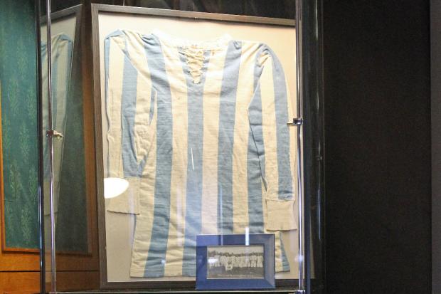 Das älteste noch erhaltene Fußballtrikot. Foto: Jan Käfer