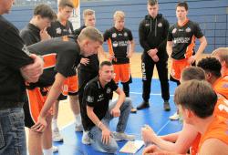 Das Team von Cheftrainer Christopher Schreiber will mit einem Heimsieg den Klassenerhalt klar machen. Foto: Birger Zentner