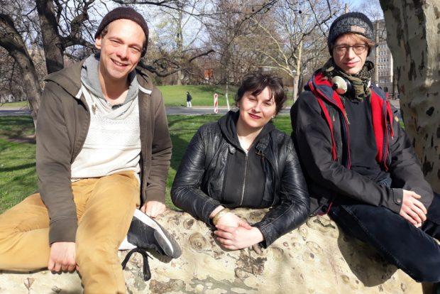 """Chris, Elena und Lukas (v.l.n.r.) haben im Dezember 2018 """"Demokratie direkt"""" gegründet. Foto: René Loch"""
