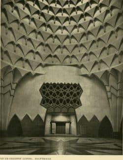 Innenansicht der Halle im Bau Hallers am Neuen israelitischen Friedhof in Leipzig, welcher 1938 den Nazis zum Opfer fiel. Foto: Aus der Monografie von Max Reimann, 1932, Fotograf unbek.