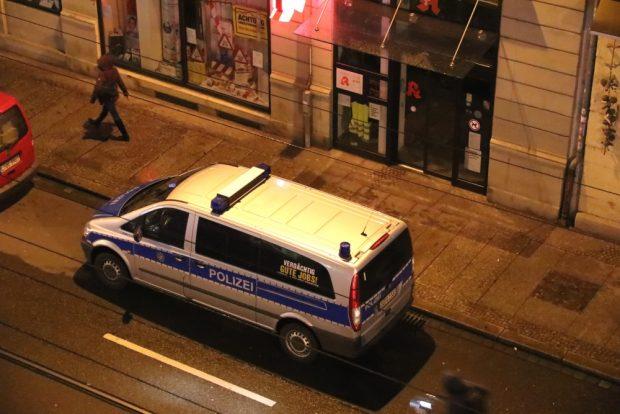 Nur mal schnell Döner holen – Polizeifahrzeug am 26. März 2019 gegen 19 Uhr im absoluten Halteverbot. Foto. L-IZ.de