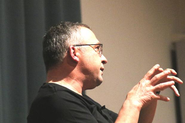Jens-Uwe Jopp lädt bekannte Persönlichkeiten zum Gespräch mit seinen Schülern in die Schiller-Akademie ein. Foto: Michael Freitag
