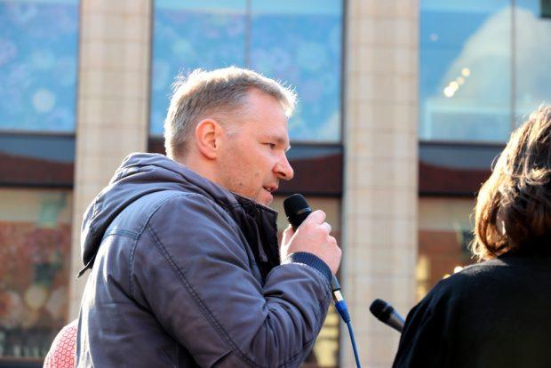 "Mathias Weber (Linke) zum ""Mietenwahnsinn"" und was seine Partei dagegen unternimmt. Foto: L-IZ.de"