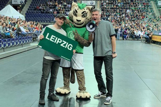 Das Sportpunkt-Duo Martin Hoch (li.) und Norman Landgraf (re.) - hier zu Gast bei den DHfK-Handballern. Foto: Sportpunkt
