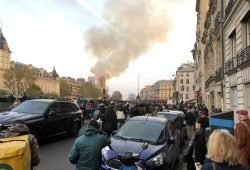 Notre Dame brennt seit 18:50 Uhr. Ein Leipziger war live beim Ausbruch dabei. Foto: Dirk Pappelbaum