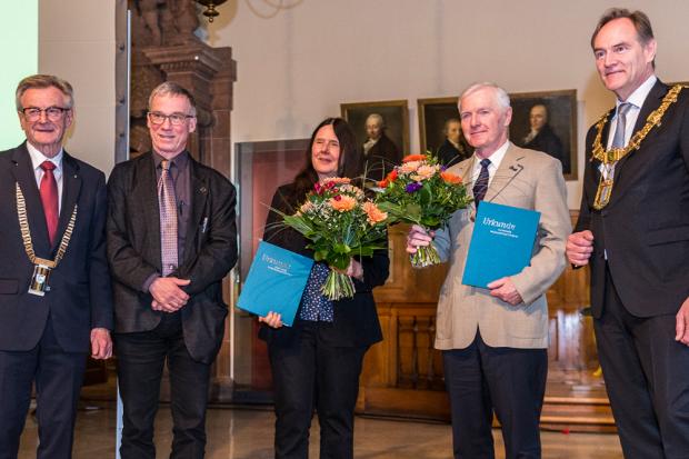 v.l.:Prof. Dr. Hans Wiesmeth, Prof. Dr. Erich Schröger, Prof. Dr. Evamarie Hey-Hawkins, Prof. Dr. Frank-Dieter Kopinke, Burkhard Jung. Quelle: SAW