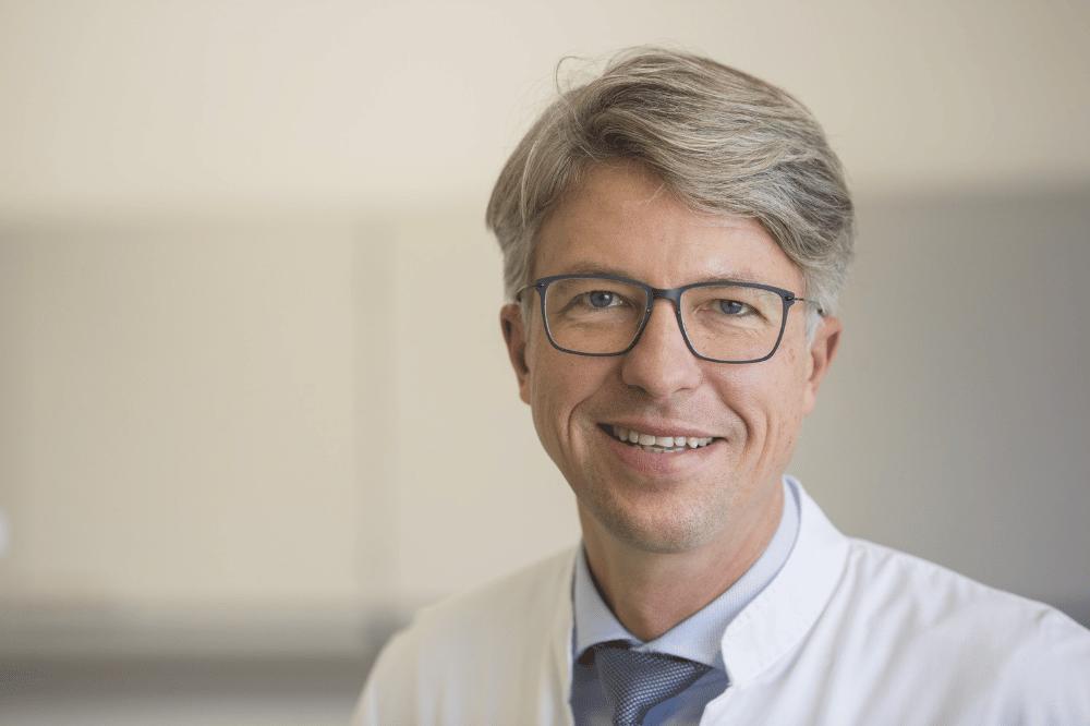 """Prof. Uwe Platzbecker ist mit dem """"Van Bekkum-Award"""" der """"Europäischen Fachgesellschaft für Blutstammzelltransplantation"""" (EBMT) ausgezeichnet worden. Foto: Stefan Straube / UKL"""